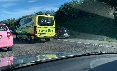 E6: Flere ambulanser rykket mandag ut til E6 etter flere trafikkuhell på omtrent samme tid.