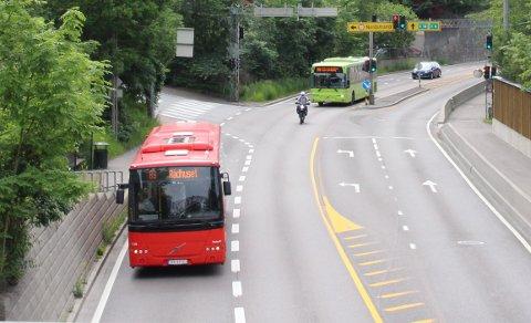 ENDRINGER: Kjører du buss 83 eller 80E til jobb, må du belage deg på at fra og med 19. august, er det nye endeholdeplass på Jernbanetorget.