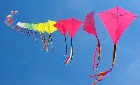 drager i farger ved Dragefestivalen Del Bosque (Sør Chile)