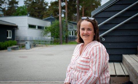 Bente Lundberg frykter at mindre penger vil gå utover Vetland skole.