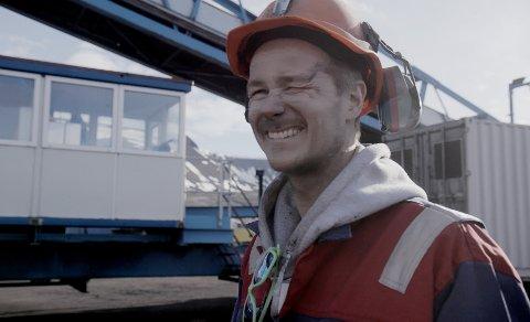 SPENT: Tromsøværing Marius Gulstad jobber som elektriker i Gruve 7 på Svalbard. I «Kompani Spitsbergen» ser vi ti episoder der vi blir kjent med gruvearbeiderne og deres liv. Selv er han spent på reaksjonene.