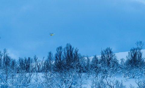 HELIKOPTER: Søndag formiddag søkte ambulansehelikopteret over Kvaløya,