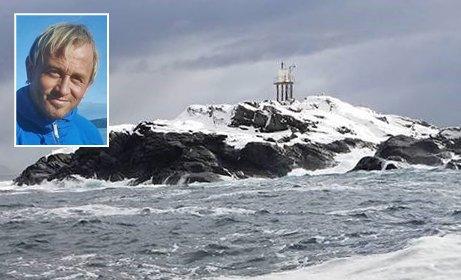 Her skal Odd-Karl (50) bo i et helt år.  Søndag måtte redningsskøyta gi opp evakuering på grunn av kraftig uvær. 50-åringen har søkt tilflukt i en fyrlykt.