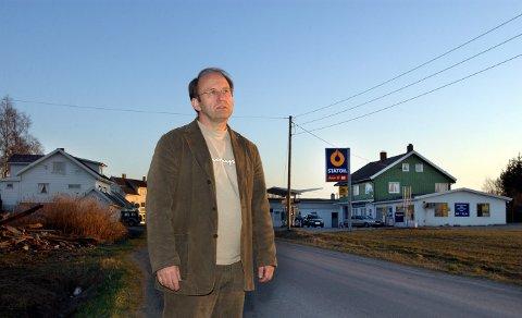 Folkeaksjeselskapet Lund Utvikling AS, her ved styreleder Johannes Dyste, må endre vedtektene sine før det kan komme på tale med fritak fra eiendomsskatten i Østre Toten.