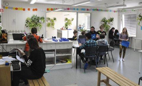 Åpent landskap: Montessori-pedagogikken tar i bruk store rom med muligheter for klyngearbeid, noe som passer en avisredaksjon utmerket. FOTO: Tor Arne Brekne