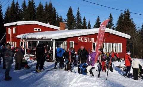 Stor utfart: Skistua har i mange år vært et populært utfartsted. Nå trenger de penger for å fortsette driften.