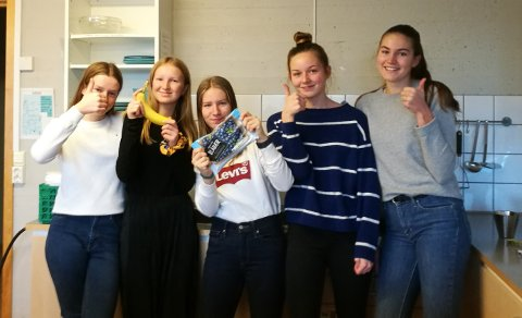 HJELP: Nora BjørndalBjørnsveen, Susanne Hoel, NinaAskvig, Linea PaulineSnipstadog Malin Berget Petterson solgte matpakker til inntekt for en skole i Sør-Sudan.