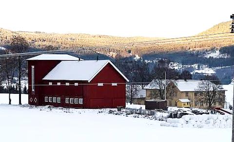 SOLGT: Etter to år på markedet er Viker gård på Vestsida i Søndre Land solgt for rundt prisantydningen på 18 millioner kroner.