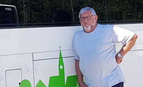 FASTLØST: Bussjåfør Aspelund og hans meningsfeller mener det har gått litt fort i svingene med å innføre nye vedtekter i Oppland Transportarbeiderforbund.