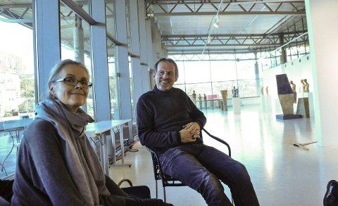 Nye utstillere: Nina Westgård og Trond Fredriksen åpner utstillingen «Skulptur og maleri» i Galleri Bølgen i regi av Larvik kunstforening lørdag.foto: per albrigtsen