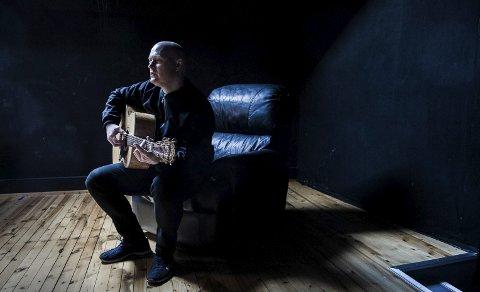 Vårens siste: Morten Joachim med forestillingen «Fire begravelser og ett bryllup» spilles torsdag i Bølgen.foto: Dag Jenssen