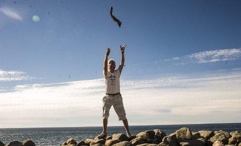 Sokkekast: Knut Mølbach tror man avholdt Olympiske leker på Mølen allerede i 106, og at sokkekasting sto på programmet. Foto: Nils-Erik Kvamme