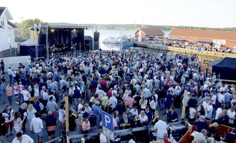 FLYTTES: Den store konserten på Nevlunghavn brygge med Dance With A Stranger blir for krevende å gjennomføre med dagens publikumsbegrensninger.