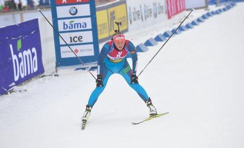 VISTE FORM: Eline Grue hadde bare seks norske jenter foran seg i sesongens første skiskytterkonkurranse.