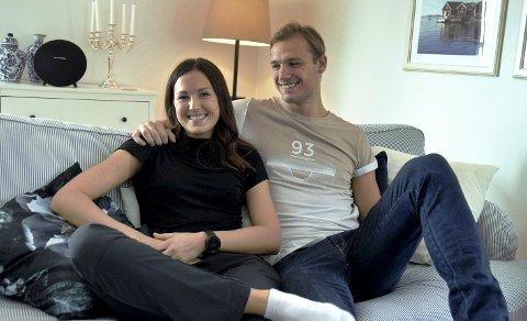 TRIVES: Elise Göransson og Lukas Sandell har funnet seg veldig godt til rette i Elverum nå. – Trivelige folk og en trivelig by. Greit nok, det er litt kaldere enn jeg er vant til, men det er ordentlig vinter uten sur vind, så det går fint, smiler Elise.