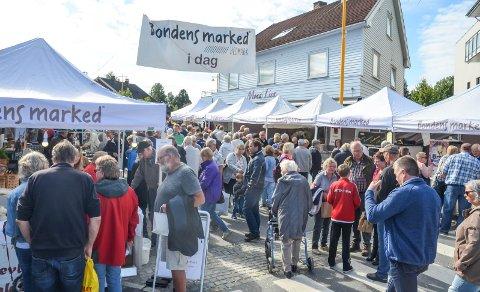 FOLKSOMT: Pultost- og akevittdagene har vært fast tradisjon i Løten den første helga i september siden 2009.