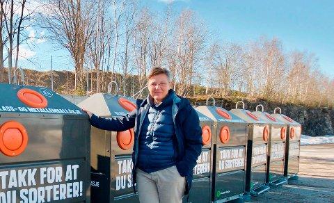 EN DUNK TIL: Daglig leder Anne Berit Steinseth hos RiG jobber for å svare opp styrets ønske om å få på plass en egen dunk for matavfall i Grenland. Det betyr at det vil bli fire søppeldunker for hver husstand om ikke altfor lenge.