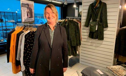 NY BUTIKK: Britt Birkeland fra Herøya har flyttet butikken Mint fra Amfi Larvik til Porselensfabrikken på Vestsida. Hun åpnet den nye butikken for en uke siden, og det har vært en svært travel åpningsuke, forteller hun.