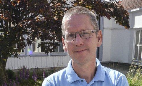 BEKREFTER: Skjenkeansvarlig Cato Andersen i Bamble kommune bekrefter at det er sendt varsel om at de kan få to prikker, dersom ikke omsetningsoppgavene blir levert innen ny frist som er satt til 5. april.