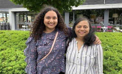 STOLT MOR: – Som alle mødre er jeg både glad og bekymret for at jenta mi skal ut i verden, sier moren til Sarita. Hun er stolt av alt det dattera har fått til.