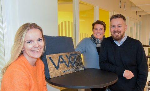 - Dette er en dag hvor det er ekstremt mange forskjellige ressurser til stede, og hvor alle får holde hver sin presentasjon, forteller forretningsutvikler Rolf Skogvold fra Kunnskapsparken Helgeland. Her sammen med Annfrid Olsen fra RU (t.v.) og Elin Rønning fra Innovasjon Norge.