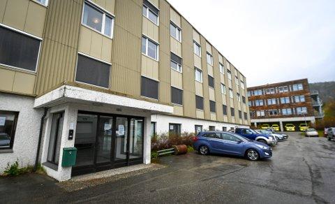 Administrerende direktør Hulda Gunnlaugsdottir vil starte forhandlingene med Rana kommune for at Helgelandssykehuset kan overta lokalene til gamle Selfors sykehjem for fem millioner kroner.