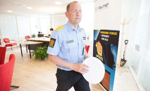 MÅ KUTTE: Bjørn Vandvik, leder for politiet på Romerike, må gjennomføre betydelige kutt. Foreløpig vet han ikke hvor mange stillinger som må ryke, for at økonomien skal gå opp.