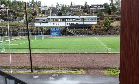 HJERTESTARTER: Kodal ILs hjemmebane, Kodal Idrettspark, er et av mange lokale fotballanlegg med hjertestarter tilgjengelig.