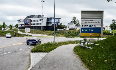 TASSEBEKK: Rådmannen foreslo for planutvalget at det  igangsettes arbeid med en forstudie for mulig ny riksvei fra dette krysset på E18 (her sett sørfra) til Torp Sandefjord Lufthavn.