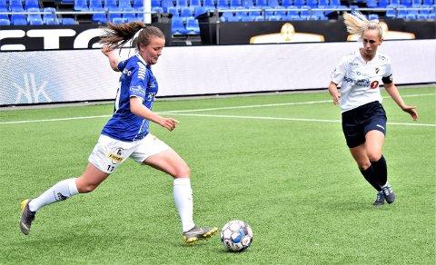 Kaja Aasly Haartveit avgjorde søndagens 2. divisjonskamp for Sarpsborg 08 da hun scoret seiersmålet borte mot Høybråten/Stovner. Scoringen kom i det 90. minutt av oppgjøret. Trepoengeren i hovedstaden betyr at Sarpsborg 08 fortsatt henger godt med i kampen om å kunne vinne sin 2. divisjonsavdeling - og sikre seg rett til kvalikspill om opprykk til 1. divisjon. Dette bildet er fra sarpingenes hjemmekamp mot Stabæks andrelag 2. juni. (Foto: Kjetil A. Berg)
