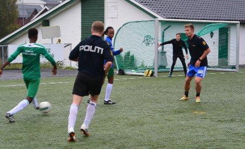 Fotball er en viktig aktivitet ved Mysebu mottak. Det går ikke en dag uten at beboerne samles i gymsalen på mottaket for å spille.