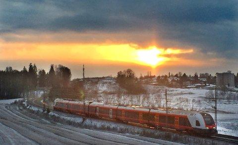 Jernbanedirektoratet lover flere tog og økt tilbud på Østfoldbanen når Follobanen åpner desember 2022.
