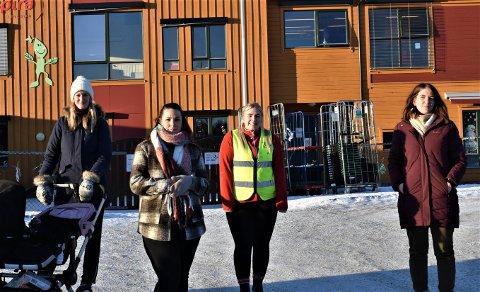 FRYKTER ULYKKER: Suzanne Bjerke (fra venstre), FAU-leder Iselin Furuseth, ansatt og Trygg Trafikk-representant Mia Johansen, og Karin Eidevik er blant de som mener det må gjøres noe med parkeringsplassen.