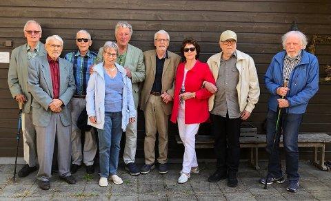 Det er 65 år siden denne gjengen var russ. F.v. Ragnar M. Næss, Arne Steen, Heljar Rognerud, Grete Bryn, Arild Hekneby, Eivind Løkke, Liv Berit Johansen, Thor Langsrud og Svein Lindemark.