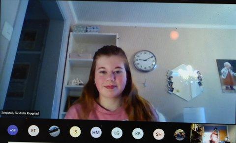 Tilbake på hjemmeskole: Siv Anita Svepstad og de andre elevene i tiendeklasse på Egge ungdomsskole er tilbake på hjemmekontoret.