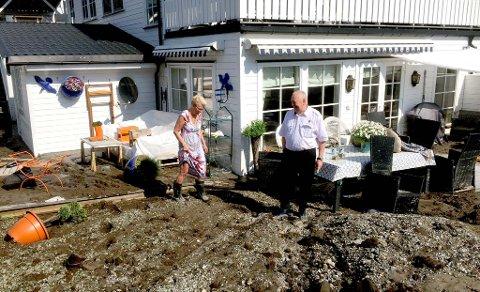 – Nå er vi husløse, men vi kommer til å bo på hotell i minst en natt til, sier Gro og Rolf Jacobsen til TA.