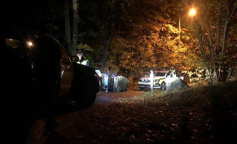Politiet sendte flere patruljer til stedet for å gjøre søk etter den forsvunne innbruddstyven. Foto: Theo Aasland Valen
