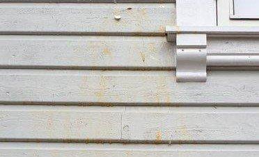 EGG: Slik skiensmannens husvegg seende ut etter Halloween.