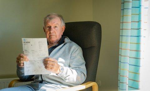 LYKKELIG SLUTT: Jan Arthur Larsen (73) fikk sjokk da han så telefonregningen på 11.599,05 kroner, som senere steg til 19.392,55 kroner. Nå har har Telenor bestemt seg for å slette regningen. (Bildet er tatt før Larsen fikk gledesbeskjeden om den slettede regningen.) Foto: Trym Isaksen