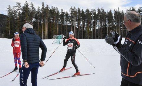 MÅL: Ragnvald Risan passerer målstreken på tre timer og 22 minutter.