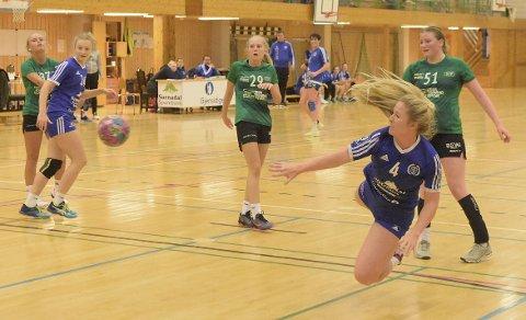 MÅL: Elise K. Einum satte inn fire mål i bortekampen mot Frøya søndag.