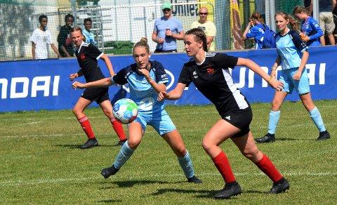 Emma Blomsø Bunes og Kristiansund Fotball tapte finalen i jenter 16 år sjuerfotball mot Flatås.