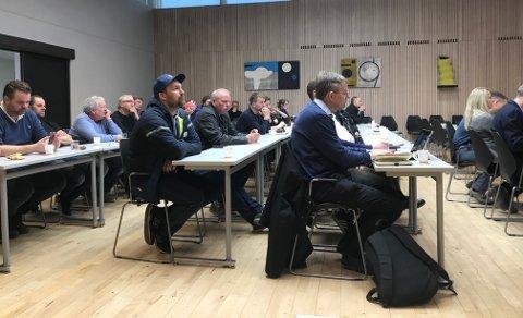 INGEN BOIKOTT:  Byggebransjen og kommunen skal fortsette med  dialog og informasjonsmøter. Fredag møtte rundt 25 representanter for enstreprenød, arkitektfirmaer og andre i bransjen.