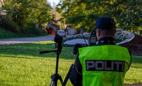 FANGST: Det ble fangst også denne gang da UP tok stilling i Kjelleveien i Tønsberg. Bildet er tatt under en fartskontroll på samme strekning i 2018. Arkivfoto: Henrik Ulrichsen