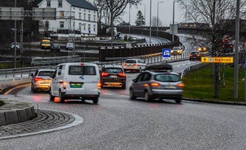 STANSET: En kvinnelig sjåfør i 40-årene ble stanset etter at flere hadde reagert på kjøringen hennes fra Ringveien ved Kilen og mot Olsrød. Hun blåste langt over lovlig verdi da politiet tok henne igjen.