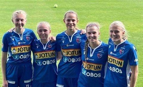I NY DRAKT: Fem Flint-jenter fikk spilletid da Sandefjord Fotball banket Stathelle 5-0 i 2. divisjon. Fra venstre Amalie Stormo Bredesmo, Emma Fosvold Lyngås,  Anna Linnea Skarbøvik, Mia Martinsen og Anniken Grytnes.