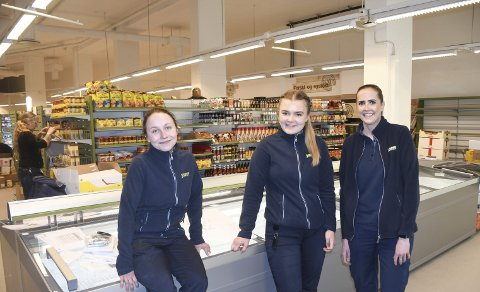 Klar for Åpning: Felicia Suhr Bjørkli, Sofie Holte og Helene Simonsen er tre av de ansatte som skal i mot kunder i denne nye butikken. Foto: Øystein K. Darbo