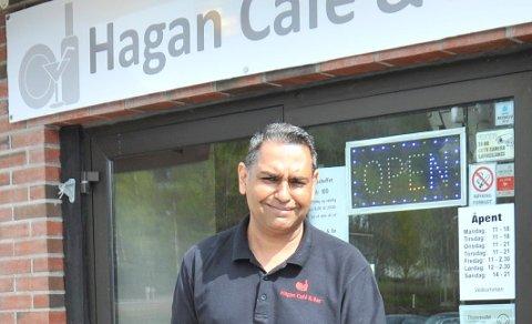 STENGT:Styreleder Rajender Singhi Hagan Cafe & Bar så ingen annen råd enn å stenge kafeen i Hagan sentrum.