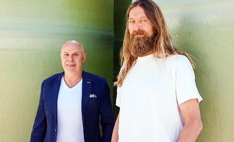 SOLGTE SEG UT: Storkonsernet Kingspan Group har kjøpt alle aksjene i Vestfold Plastindustri av Jens Morten Johannesen (t.v.) og Anders Skjeggerød.
