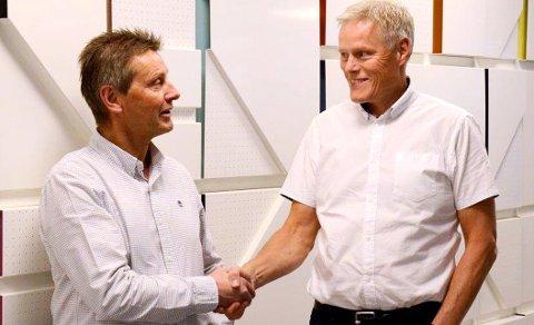 KJØPER OPENNET: Bjørn Isaksen, daglig leder i OpenNet, og Morten Aagenæs, konserndirektør i OBOS, har inngått en oppkjøpsavtale som legger grunnlaget for at OBOS kan levere solide smartløsninger.